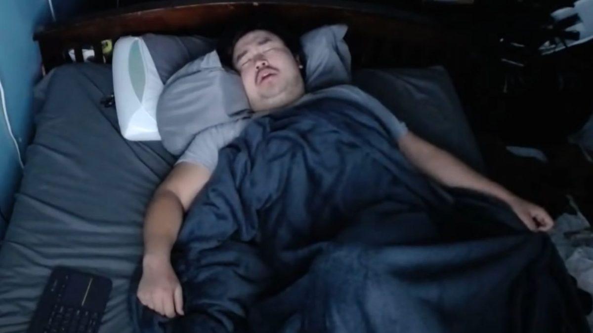 Guy earned $16,000 Letting people Disturb his Sleep On Twitch