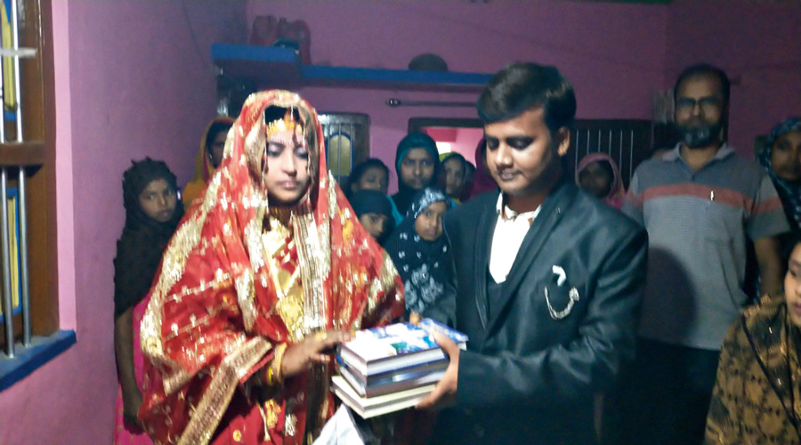 Indian Bride Rejected Dowry From Groom Family and Asked For 80 Books Instead